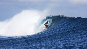 Tavarua-Fiji-cloudbreak-surfer-surfing